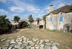 Maison en pierre dans le village de Cavalerie, l'Aveyron, France Photographie stock libre de droits
