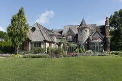 Maison en pierre de luxe avec la tourelle Photographie stock libre de droits