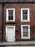Maison en terrasse vide abandonnée au nord de l'Angleterre Photos stock