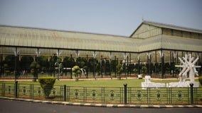 Maison en verre au jardin botanique de Lalbagh, Bangalore, Karnataka banque de vidéos