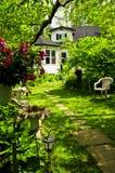 Maison et jardin Photos stock