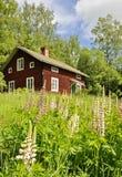 Maison et jardin ruraux Photos libres de droits