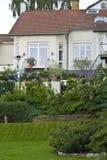 Maison et jardins luxueux Photo stock