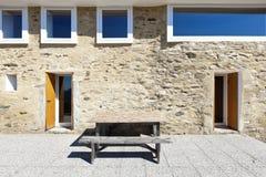 Maison, façade en pierre Photos libres de droits