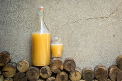 Maison faite le pain boire - du kvas photos stock