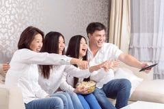 Maison familiale aux films de observation de TV Images libres de droits