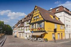Maison française traditionnelle colorée de Poissons de trios aux. de restaurant dans petit Venise, Colmar, France photo stock