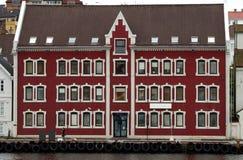 Maison gauche norvégienne. Photographie stock libre de droits