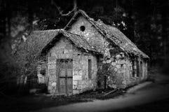 Maison hantée dans les bois Photographie stock