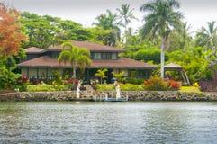 Maison hawaïenne sur le kawaii Etats-Unis de rivière de wailua photo libre de droits