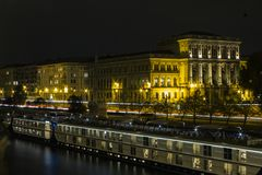 Maison historique à Budapest la nuit hungary image libre de droits