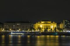 Maison historique à Budapest la nuit hungary photos libres de droits