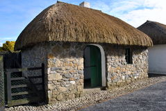 maison irlandaise couverte de chaume traditionnelle Photographie stock libre de droits