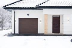 Maison isolée pendant l'horaire d'hiver Photographie stock