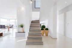 Maison isolée spacieuse lumineuse Photo stock