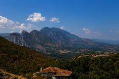 Maison isolée dans les montagnes Photo stock