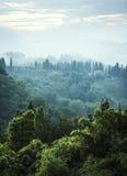 Maison italienne en flanc de coteau brumeux Photographie stock libre de droits