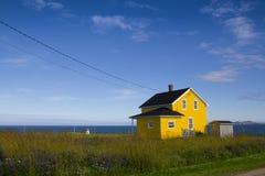Maison jaune Photos libres de droits