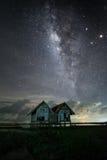 Maison jumelle parmi million d'étoiles Images stock