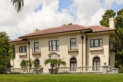 Maison luxueuse dans les tropiques image libre de droits