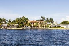 Maison luxueuse de bord de mer dans le Fort Lauderdale Image stock