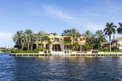 Maison luxueuse de bord de mer dans le Fort Lauderdale Images libres de droits
