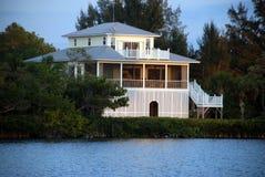 Maison luxueuse de vacances de plage Photographie stock libre de droits