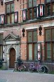 Maison médiévale avec des bicyclettes Photos stock