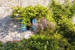 Maison méditerranéenne, maison en pierre de mur Images libres de droits