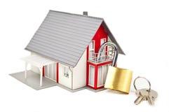Maison miniature avec une serrure illustration libre de droits