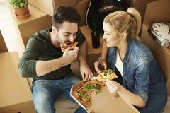 Maison mobile de couples nouvelle Photo stock