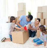 Maison mobile de famille gaie image stock