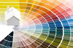 Maison modèle sur la palette de couleur Photos libres de droits