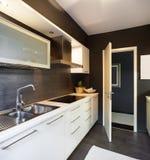 Maison moderne, cuisine domestique image libre de droits