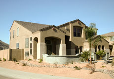 Maison moderne dans le désert Image stock