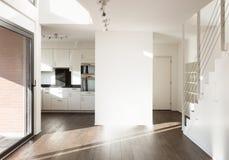 Maison moderne intérieure images stock