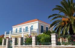 Maison néoclassique en Grèce photo stock