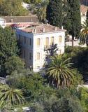 Maison néoclassique sous l'Acropole, Plaka, Athènes image stock