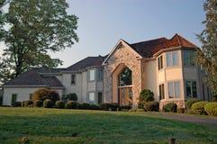 Maison neuve dans les banlieues Image stock