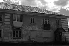 Maison noire et blanche de photogra Photo libre de droits