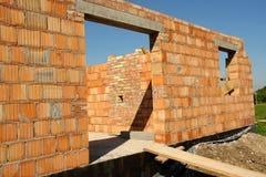 Maison non finie de brique photos stock