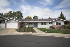 Maison nordique de la Californie Subruban images stock