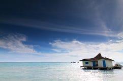 Maison par le bord de la mer photos libres de droits
