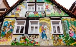 Maison peinte avec des scènes des contes de fées de Grimm dans Steinau un der Straße, Allemagne photos libres de droits