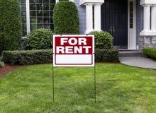 Maison pour le loyer photos stock