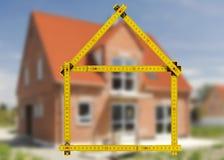 Maison résidentielle dans la construction à vendre Photo libre de droits