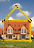 Maison résidentielle dans la construction à vendre Images libres de droits
