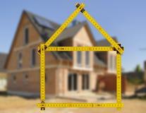 Maison résidentielle dans la construction à vendre Photo stock