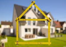 Maison résidentielle dans la construction à vendre Photos libres de droits