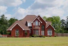Maison résidentielle de brique de deux histoires Photo stock